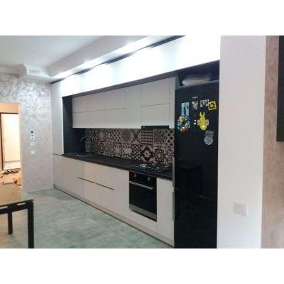 Bucatarie eleganta- alb negru Главная на заказ по индивидуальному дизайну доступная цена, современная мебель, в кредит, транс...