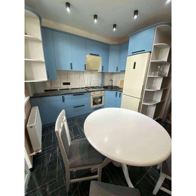 белая кухня с синей - совмещенной Главная на заказ по индивидуальному дизайну доступная цена, современная мебель, в кредит, т...