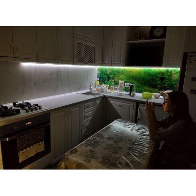 белая кухня с зелеными с огнями Главная на заказ по индивидуальному дизайну доступная цена, современная мебель, в кредит, тра...