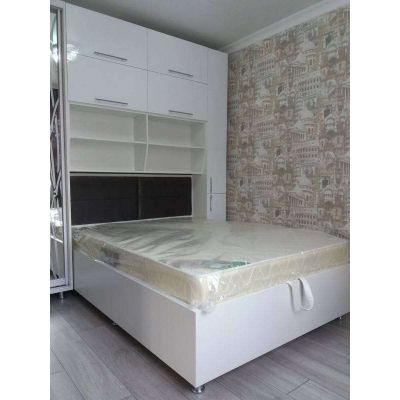 спальная кровать совмещенная с зеркалом и шкафами Главная на заказ по индивидуальному дизайну доступная цена, современная меб...