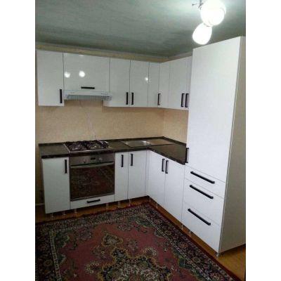 угловая кухня - белый - встроенная духовка Главная на заказ по индивидуальному дизайну доступная цена, современная мебель, в ...